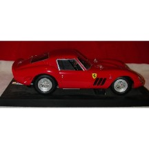 VOITURE DE COLLECTION REVELL FERRARI 250 GTO 1:12 - image 1